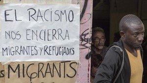 Cartel en la fachada de la EscuelaMassana de Barcelona.