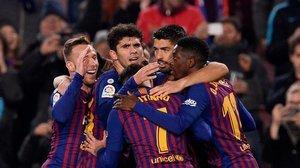 Los jugadores del Barça celebran el 1-0 de Dembélé.