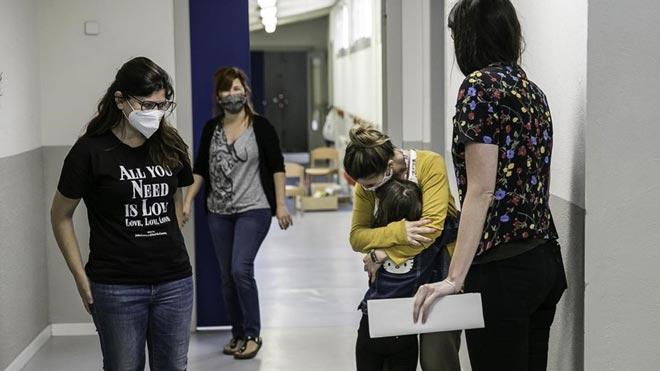Los ministerios de Sanidad y de Educación marcan pautas para un curso escolar seguro. En la foto,Inicio del curso escolar después del confinamiento en la Escola Els Til·lers de Barcelona.