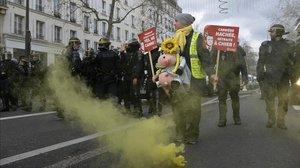 Manifestación en París contra la reforma de las pensiones este martes.