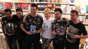 Mercedes Milá, con los 'youtubers' AuronPlay, Wismichu, Perxitaa,Kajal Napalm y Tiparraco a los que ha amadrinado en la presentación de sus respectivos libros.
