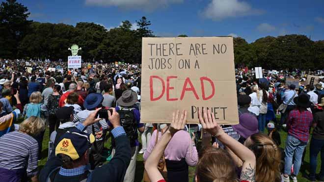 Miles de estudiantes de Australia y el Pacífico se manifiestan contra el cambio climático.