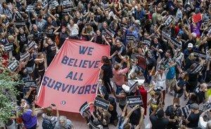 Miles de mujeres se manifiestan contra el juez Kavanaugh, este jueves en Washington.