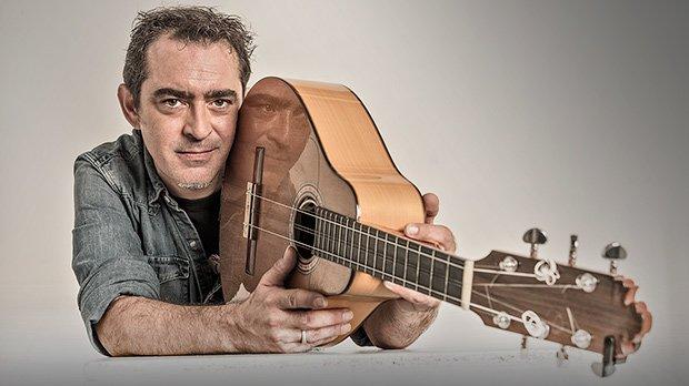 Raúl Rodríguez interpreta en acústico Como el domingo, una canción de Marta Valdés.