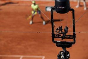 Rafa Nadal es queixa de les càmeres de TV a Roland Garros