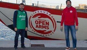 Òscar Camps, responsable de Proactiva Open Arms, y Villacampa.
