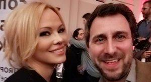 Pamela Anderson y Toni Comín.