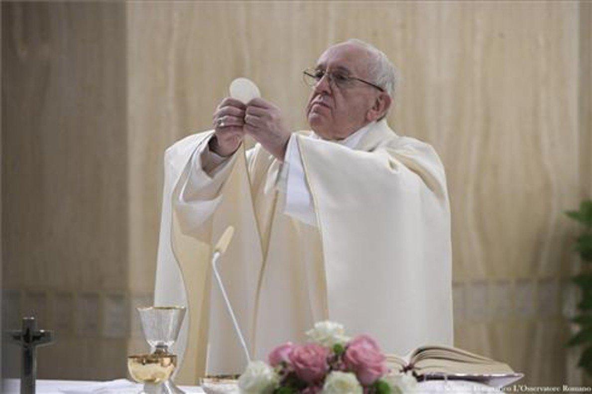 El papa Francisco ofrece una misa.