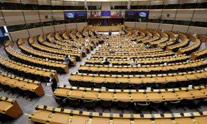 El Parlamento Europeo en Bruselas, prácticamente vacío,durante un pleno para debatirde forma urgente las propuestas legislativas para combatir el covid-19, el 16 de abril.