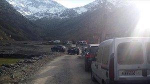 Personal de seguridad, en los alrededores de la escena del crimen de dos turistas nórdicas en Marruecos.