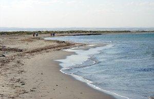 Investigats dos homes per fotografiar menors en una platja de Múrcia