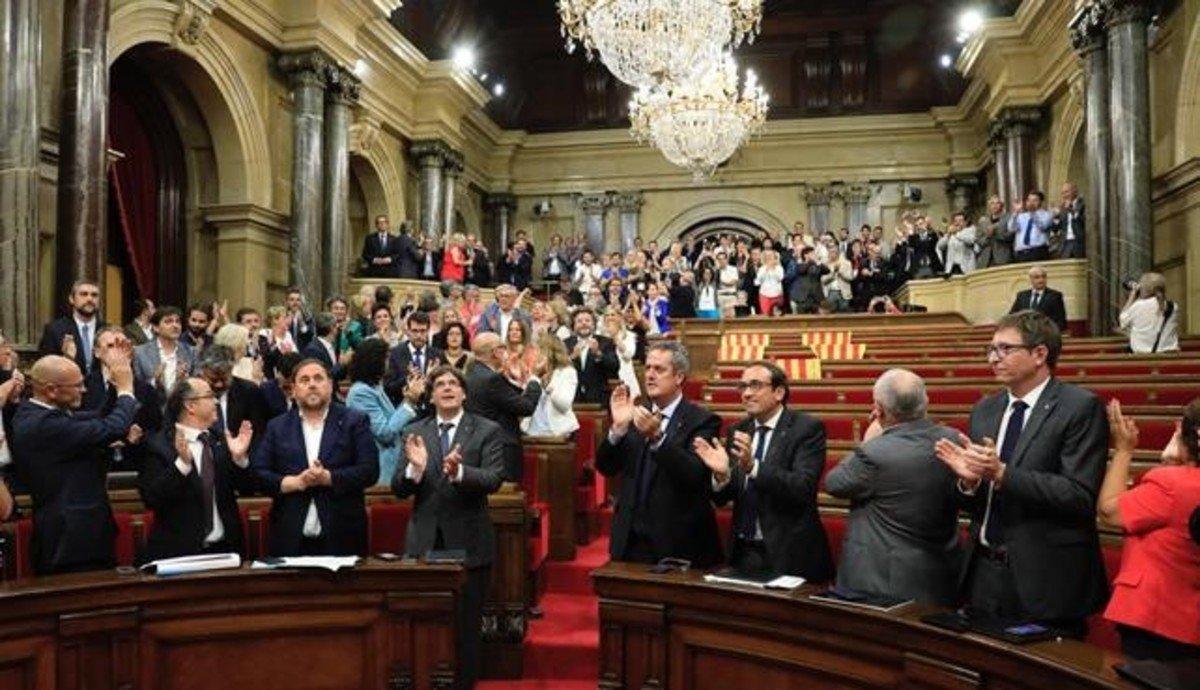 Pleno del Parlamento en el que se aprobó la ley del referéndum.