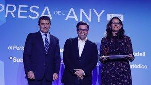 Premio Digitaliza para SocialCar. Recoge Mar Alarcón y entregan Gerardo Pissarello y Agustín Cordón.