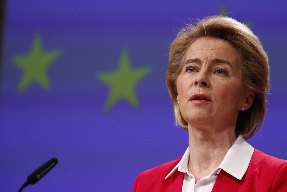 Brussels (Belgium), 02/04/2020.- European Commission President Ursula von der Leyen holds a news conference detailing EU efforts to limit economic impact of the coronavirus disease (COVID-19) outbreak, in Brussels, Belgium, 02 April 2020. (Bélgica, Bruselas) EFE/EPA/FRANCOIS LENOIR / POOL