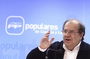 El candidato del PP a la presidencia de la Junta de Castilla y León, Juan Vicente Herrera, valora los resultados de las elecciones del 24 M, en la sede de su partido.