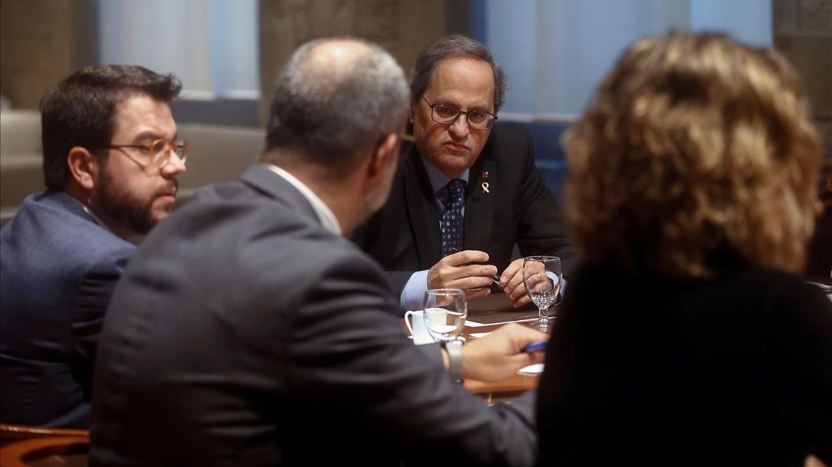 El presidente de la Generalitat, Quim Torra, este viernes, reunido con los 'consellers' de los departamentos implicados en la gestión de los efectos del temporal 'Glòria'.