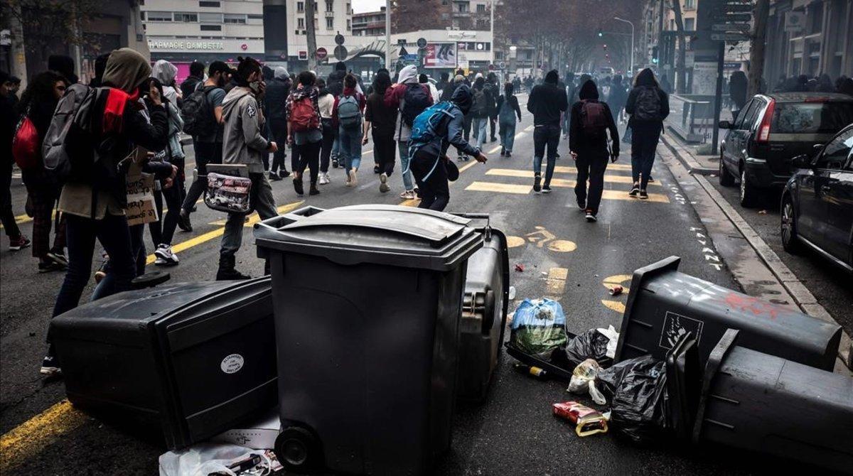 Protesta de los estudiantes en Lyón, ayer viernes.