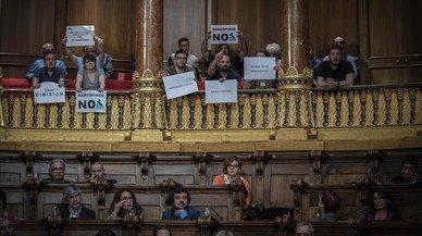La oposición reprueba a Colau por su gestión de la crisis de los narcopisos