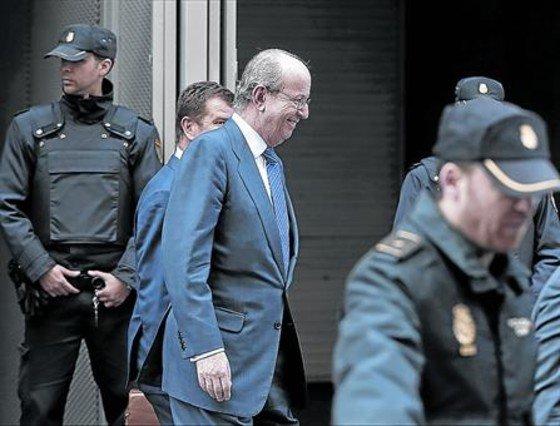 Ante el juez 8 Rafael Spottorno abandona la Audiencia Nacional tras declarar ayer.
