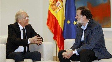 Rajoy se reúne en Madrid con el exalcalde de Caracas huido de Venezuela