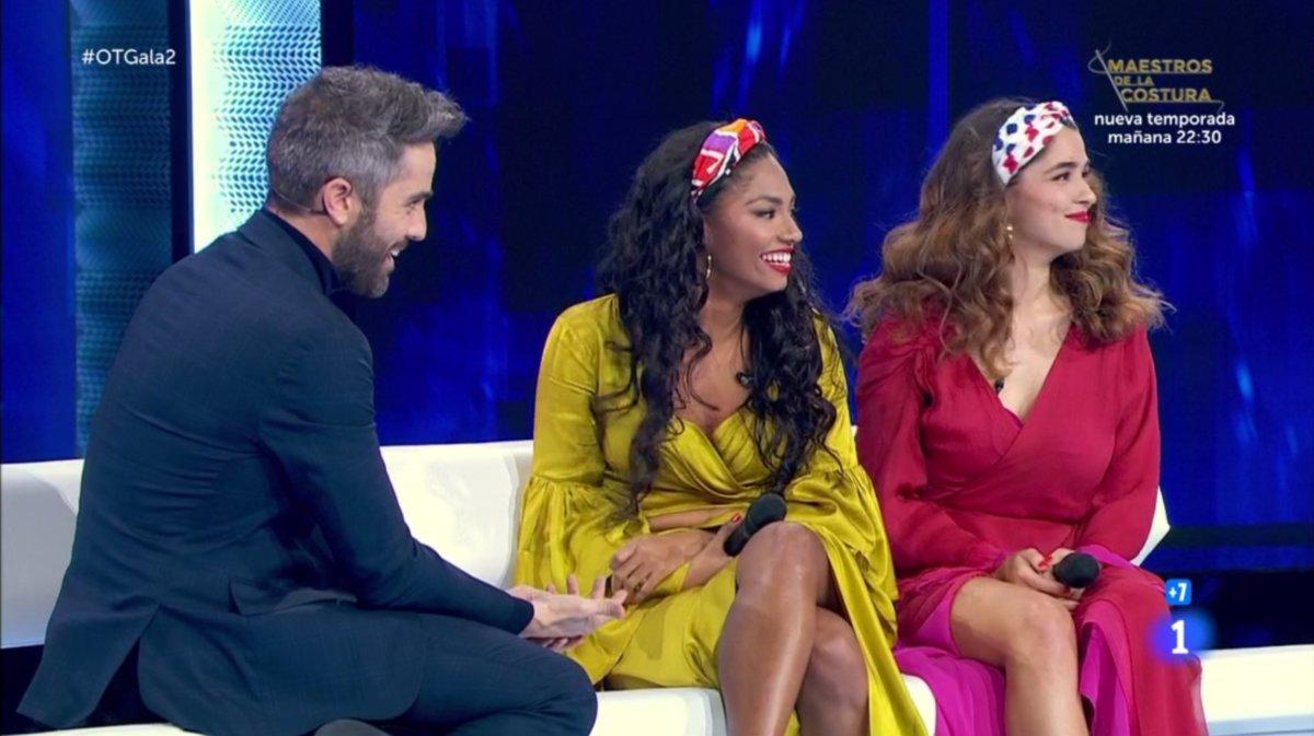 Roberto Leal, Nía y Anajú mirando al público de 'OT 2020' tras escuchar un '¡Estefaníaaa!'.
