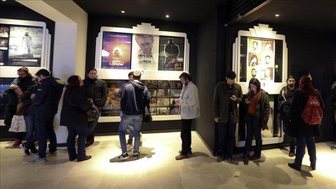 La sala Phenomena Experience decora su hall con pósters de sus reestrenos.