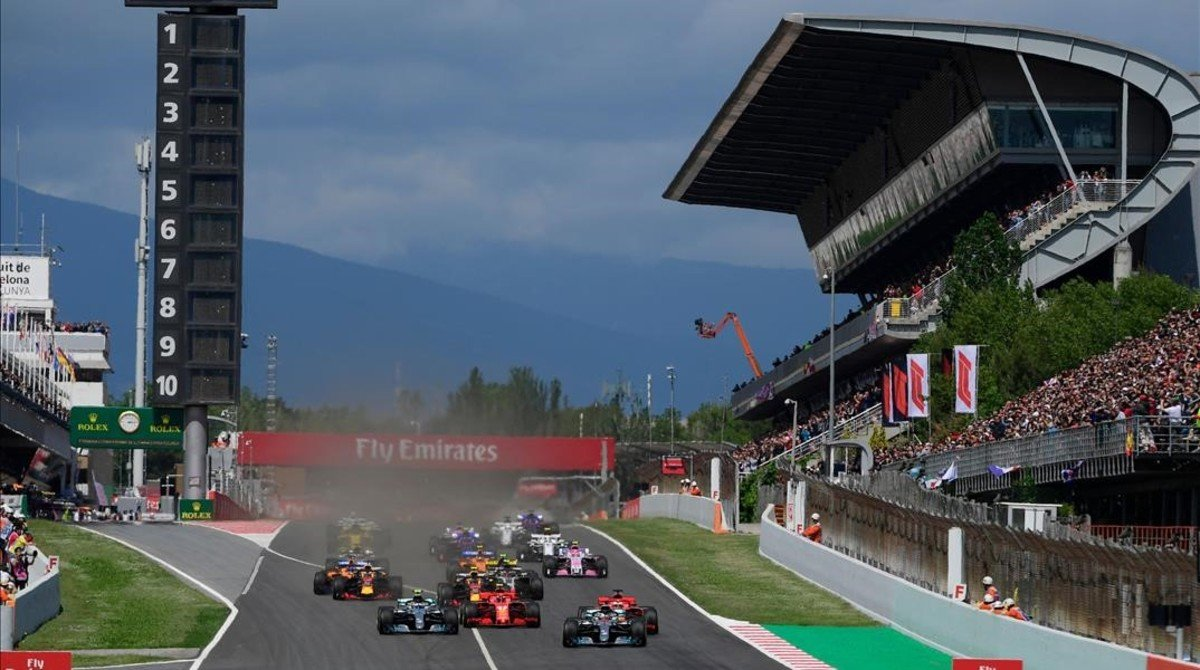 Salida del Gran Premio de España de F-1, celebrado hoy en el Circuit de Catalunya.