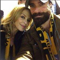 Selfi de Kylie Minogue y Joshua Sasse, en la final del Mundial de Rubgi, el 31 de octubre de este año.
