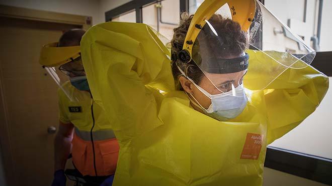 Un dia rastrejant el virus amb l'ambulància
