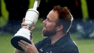 Shane Lowry alza la jarra de clarete como ganador del Open 2019.