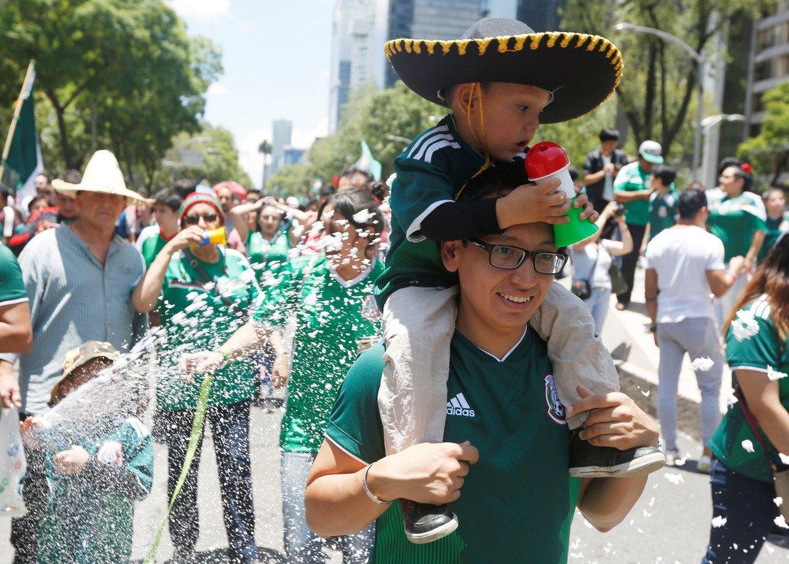 Todo México se lanzó a la calle para celebrar la histórica victoria ante Alemania.