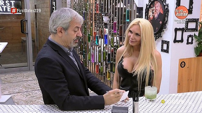 Yola Berrocal pide un novio a Carlos Sobera, en el programa First dates, de Cuatro.