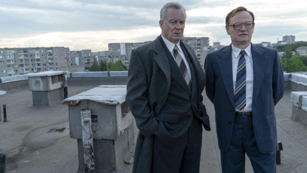 Stellan Skarsgard y Jared Harris, en un fotograma de 'Chernobyl'