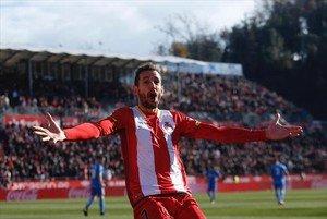Stuani, el goleador del equipo de Machín, celebra el tanto que dio el triunfo del Girona ante el Getafe, ayer en Montilivi.