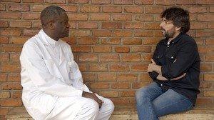 Denis Mukwege y Jordi Évole, en un momento del programa Salvados dedicado al coltán.