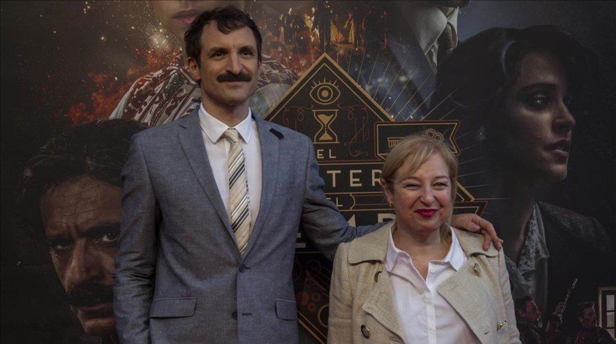Julián Villagrán, el actor que encarna a Velázquez, con Francesca Piñón, la secretaria Angustias.