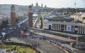 Una imagen del maratón de Barcelona del 2019 en la salida de plaza España