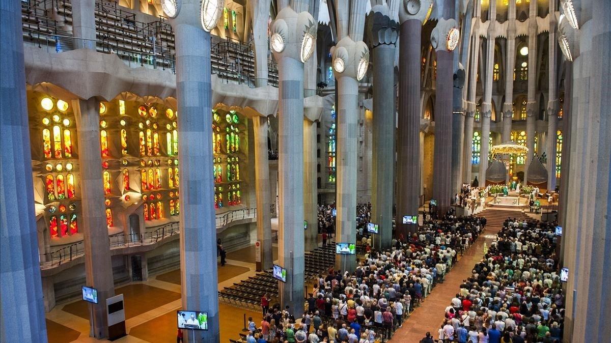 La misa por las víctimas de los atentados, en la Sagrada Família, el domingo por la mañana.