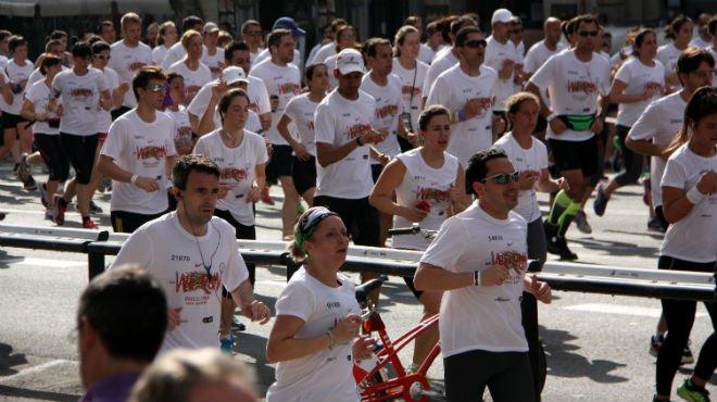 Unas 27.000 personas han participado en la Cursa dels Bombers de Barcelona de este domingo