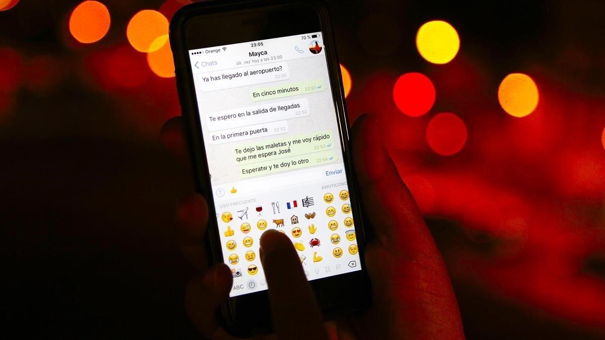 WhatsApp informarà de si el missatge rebut és propi o reenviat