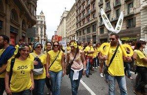 Manifestación de maestros por las calles de Barcelona, en el 2013.