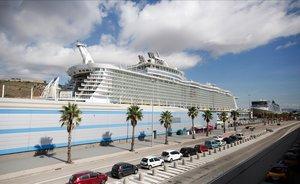Sanitat rectifica i permet entrar a Cadis al barco 'Allure of the Seas'
