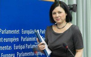 """Jourová: """"Si hagués sigut a Espanya també hauria sortit als carrers contra 'La manada'"""""""