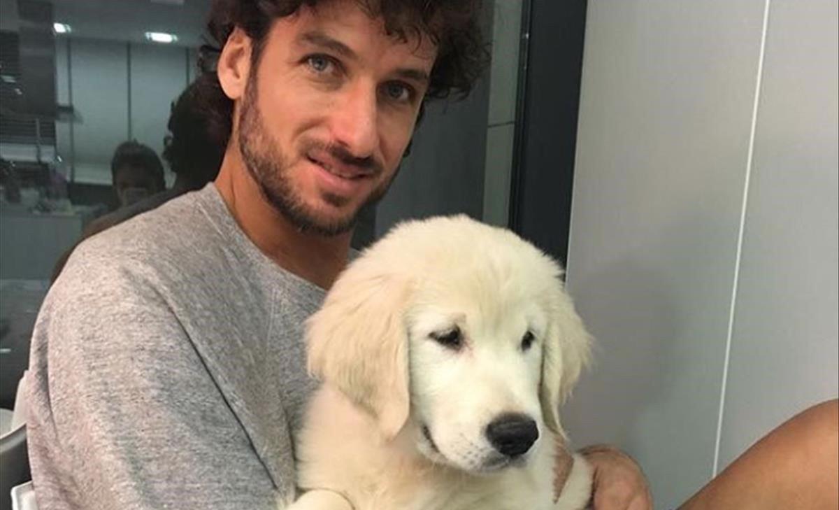 Feliciano López, con su nueva mascota, un golden retriever.