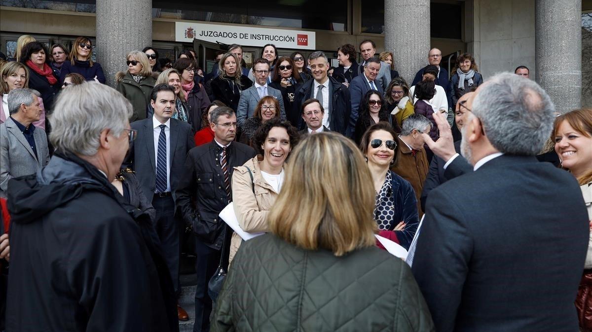 Concentración de jueces y fiscales en la puerta de los juzgados de Madrid.