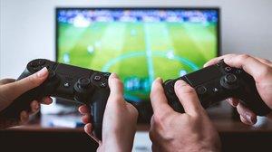 Sant Boi exposa els beneficis educatius dels videojocs a pares i professors