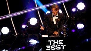 Luka Modric, tras recibir el galardón.