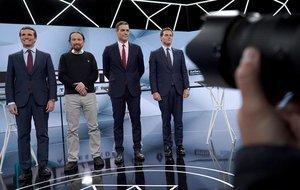 Los candidatos a presidir el Gobierno de España tras las elecciones generales, antes del inicio del segundo debate electoral a cuatro celebrado este martes en la sede de Atresmedia, en Madrid.