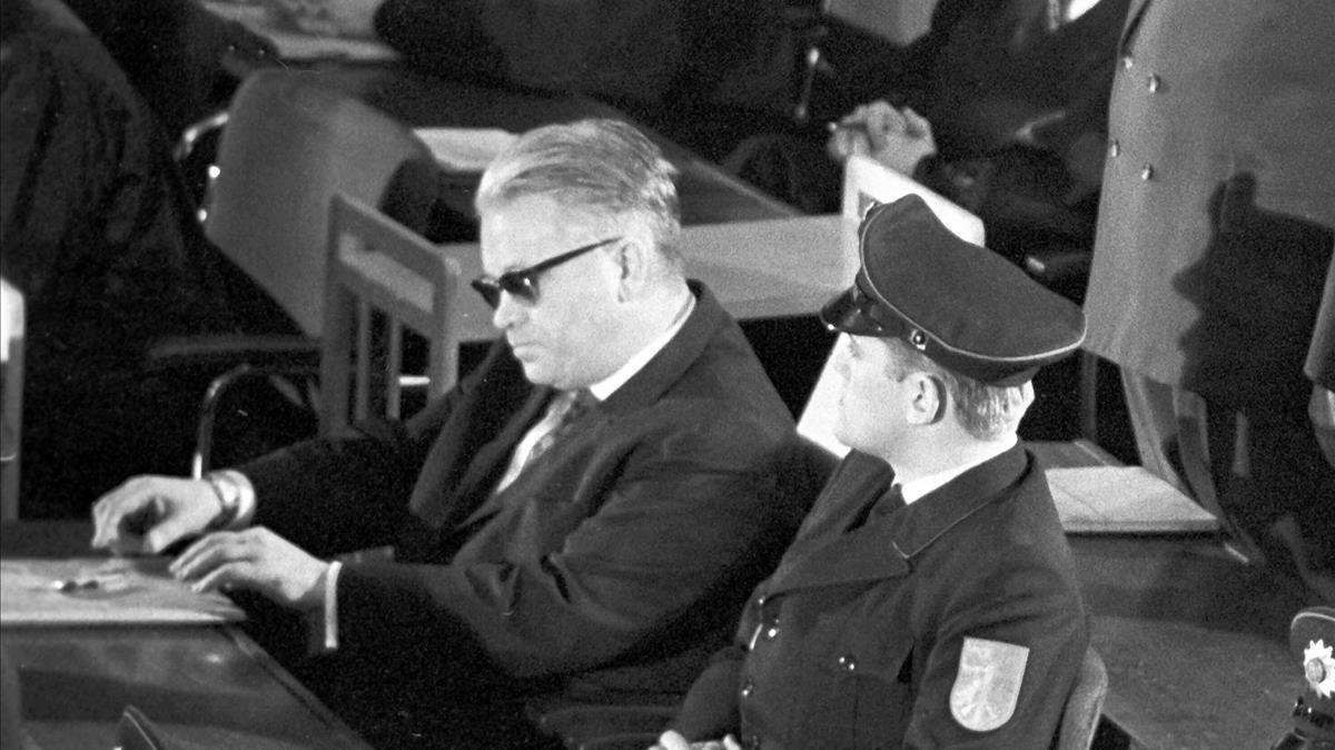 El SS Victor Capesius, farmacéutico en jefe de Auschwitz, durante el juicio contra nazis del campo de exterminio, en Fráncfort, en 1963.