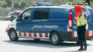 Mor el conductor d'un patinet en un accident amb un camió a Barcelona